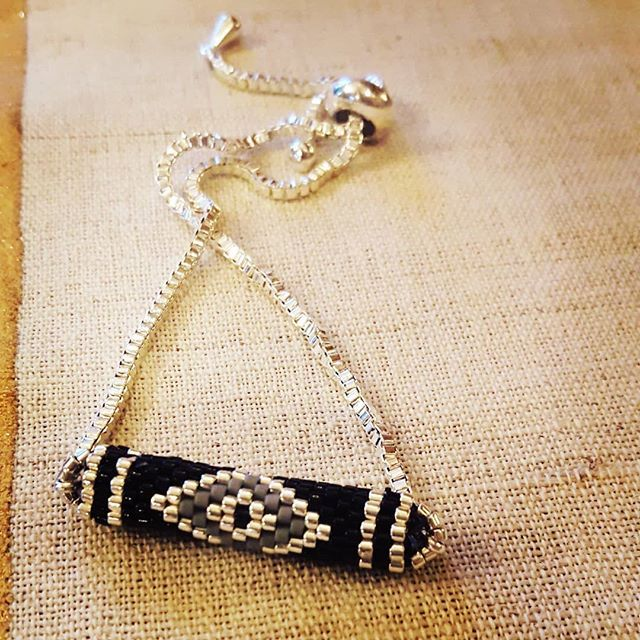 Siyah yalnizligin, gizemin ve dengenin rengidir Sipariş ve bilgi icin DM ☻ #taki #tasarim #bileklik #miyuki #silindir #gumus #siyah #gri #fiftyshadesofgrey #grininellitonu #boncuk #ip #tarz #uyum #kolye #kupe #hediye #mutluluk #ask