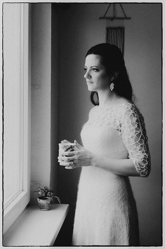 À main tricoté wedding dress / Bridal gown / soie-mohair / dentelle / détails de crochet dentelle irlandaise sur le dessus / longue jupe / design Original