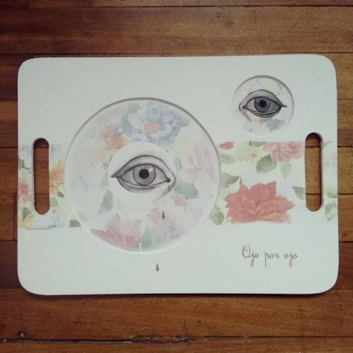""" Ojo por ojo, bandeja triste "" pieza única #Himallineishon #illustration #homedecor #handpainted #eye #sad #art"