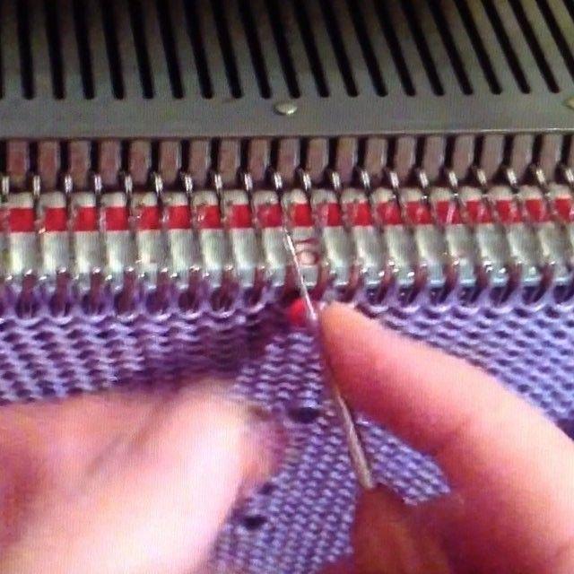 """Как добавить бисер при вязании на машине. Для машины 5 класса я использую вязальный крючок 0,5, с его помощью одеваю на петли бисер по схеме, потом провязываю кареткой. Что бы не было трудностей с провязываемом петель, рабочие плотности от 5-6 и больше. Это моё видео """"stitch with bead knitting machine"""" на ютубе уже год."""