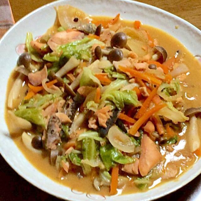 今日は鮭の日なので秋鮭を買って作ってみました! 北海道で食べてみたいな〜꒰ •ω• ꒱゚+。:.゚ஐ♡ - 128件のもぐもぐ - 鮭のちゃんちゃん焼き by mocomomo0721