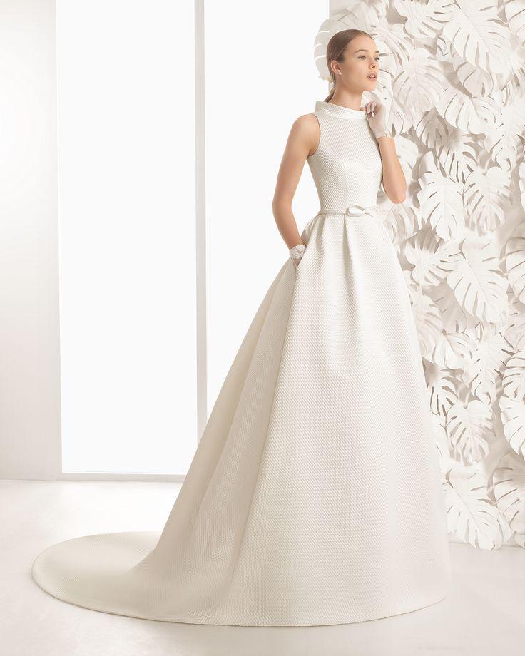 Long beaded tulle wedding dress. Rosa Clará 2017 Collection.