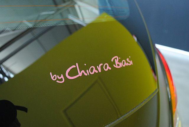 La firma di Chiara Biasi sul cofano della nuova #Ypsilon #Elefantino! Seguiteci su Facebook e provate a vincerla!