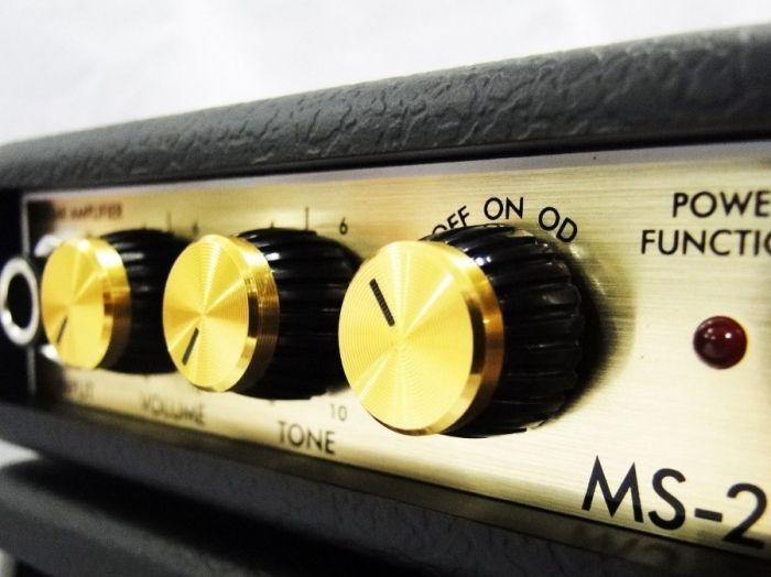 Http://k37.kn3.net/D/2/7/B/3/4/B73.jpg. Aquí agrego a taringa un interesante circuito amplificador de audio de alta fidelidad de ni más ni menos 200w reales en bocinas de 4 ohms. Lo que me llamó la atención al observar este circuito, es lo...