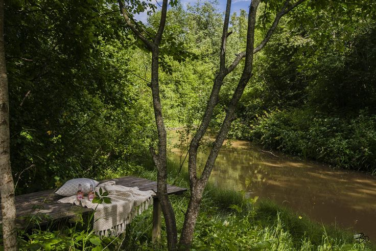 IHANA, PIENI OMAKOTITALO KERAVANJOEN RANNALLA  Päättyvän tien päässä, puistoon rajoittuvalla 2289m2 suuruisella tontilla ihana, pieni koti odottaa uusia asukkaita. Taloa on remontoitu hyvin vuosien saatossa ja muuttamaan pääset varsin vaivattomasti.   Mikonkorpi on luonnonläheistä ja pientalovaltaista asuinaluetta. Talon sijainti puiston ja joen yhtymäkohdassa mahdollistaa oman rauhan. Kalastamaan, subbailemaan ja melomaan pääset suoraan omalta pihalta.  Tervetuloa tutustumaan!  MYYNTI JA…