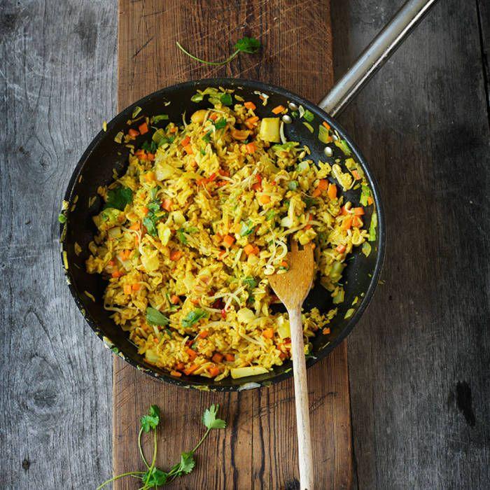 Stekt ris med grönsaker, ägg