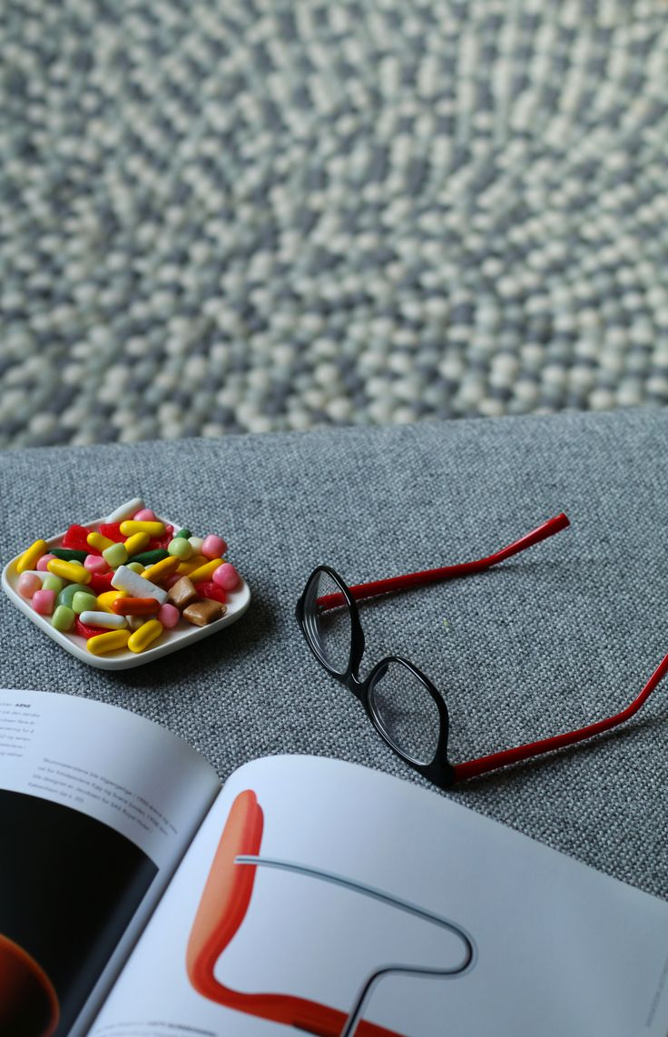 Saturday evening @molekule Taking photos for the blog, eating sweets, reading books. In the background molekule carpet ERIK