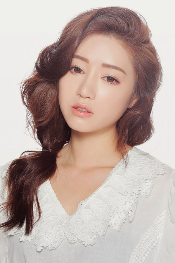 Park sora #ulzzang makeup she is so pretty; even if the makeup's a little but fake.