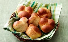 No-Knead Cloverleaf Rolls from The Pioneer Woman