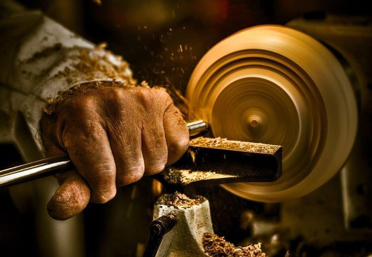 Innovation and hard work captured in this image of a Wood Turner in the Midlands Meander. #DaveMullin #TheAmberCameraClub #MidlandsMeander