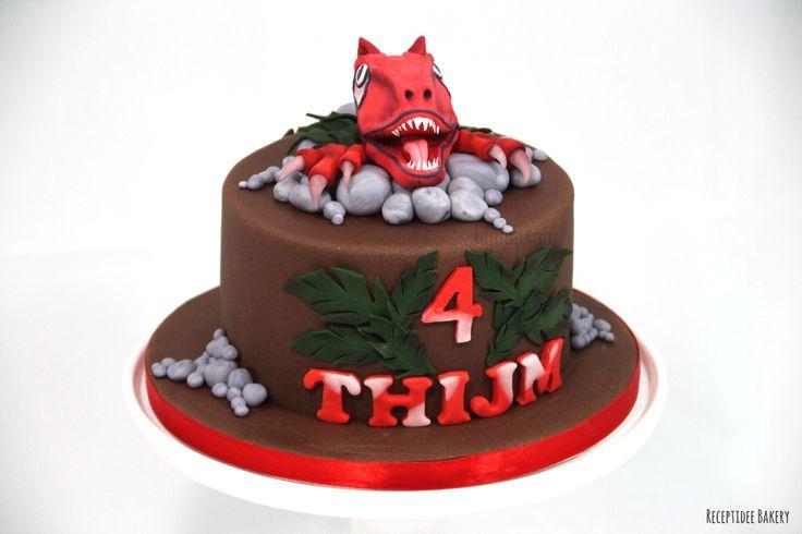Een stoere rode dino taart voor Thijm   Van harte gefeliciteerd met je verjaardag!   http://bakery.receptidee.nl #dino #dinosaurus #dinosaur #cakedesign #cakedecoration #dinosaurcake #taart #verjaardag #dinotaart #dinosaurustaart