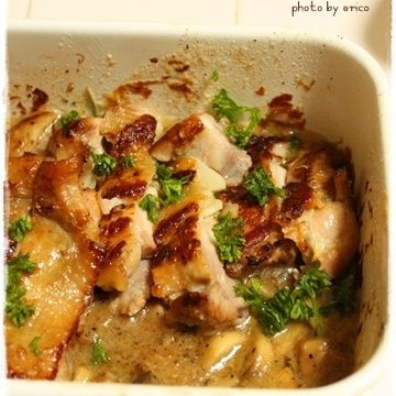 * nico@cafe持ち寄りメニュー * ローストチキン ~マッシュルームのクリームグレービーソース クリスマスは骨付きで、日曜日にはモモ肉で作ったローストチキンです。 マッシュルームがた~っぷり入ってとっても美味しくできました(^^) 今日はレシピをアップします☆ ◎ 鶏モモ肉 - 2枚 ◎ 塩 - 小さじ1 ◎ 玉ねぎすりおろし - 1/4個 ◎ にんにく・・・
