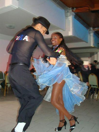 BAILANDO SALSA EN CUBA