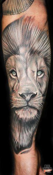 lion by Roman Abrego | tattoo artist Yucaipa, Ca