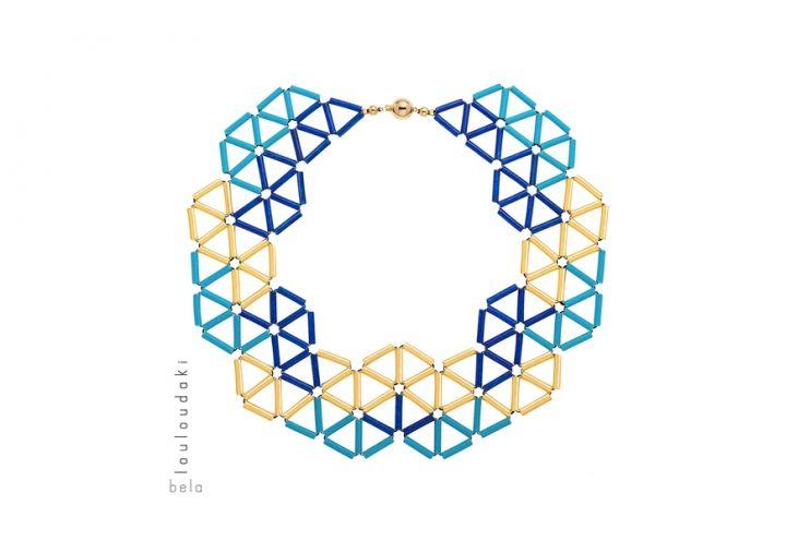 I gioielli di Bela Louloudaki sono realizzati attraverso l'iterazione di un singolo elemento: un tubicino di ceramica smaltato o immerso nell'oro. Collana Round the world