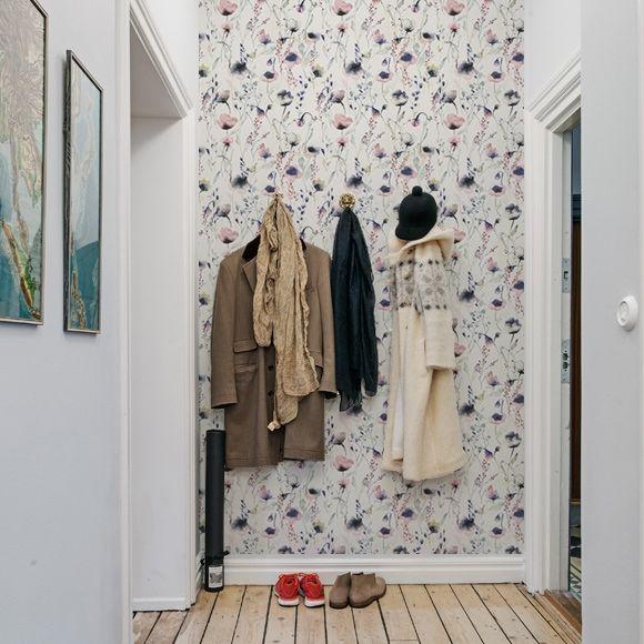 """Papier peint fleuri type aquarelle """"Lo"""" de Sandberg. En vente chez Au fil des Couleurs."""