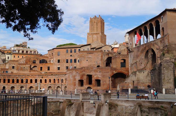 Forum Trajanus  viimeinen Rooman valtakunnan keisarillisista forumeista.  Pitkä matka jonnekin: Forum Romanum