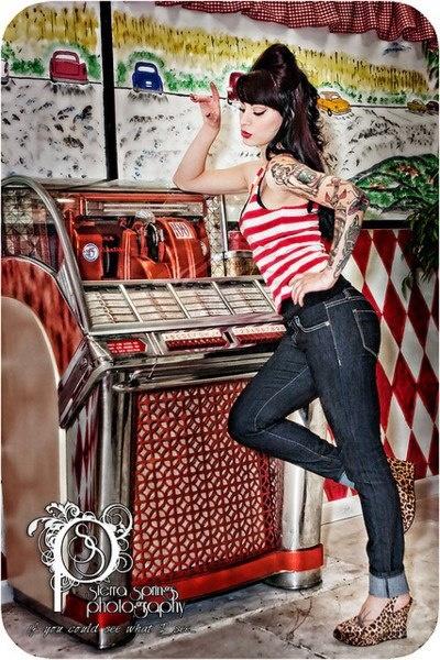 Juke box rockabilly girl