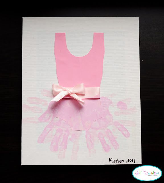 This DIY: Hand-print Ballerina Tutu is the perfect craft for a Birthday party! #ballerina #party #crafts #diy