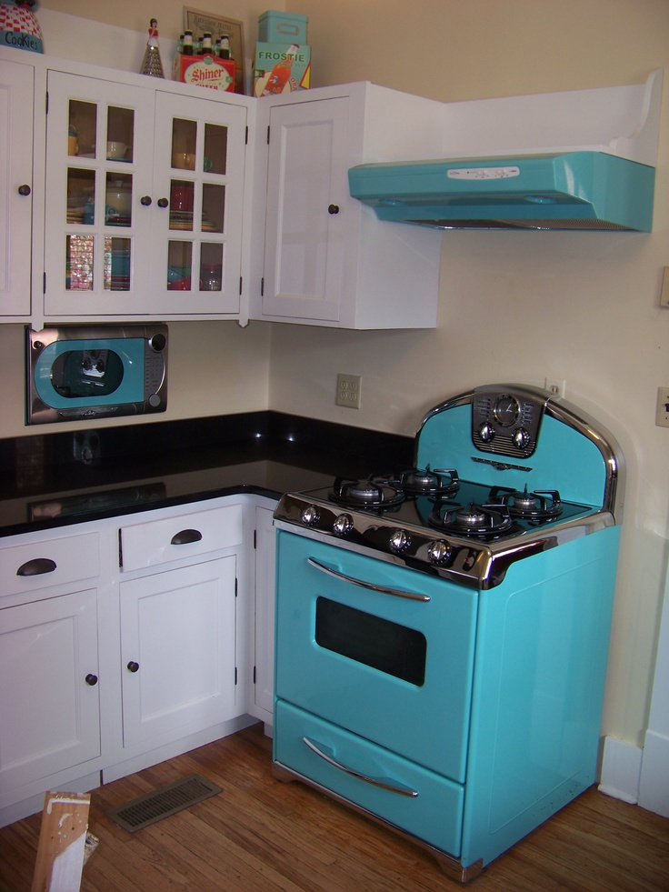 50 style kitchen.   Omg stoves come in blue !?