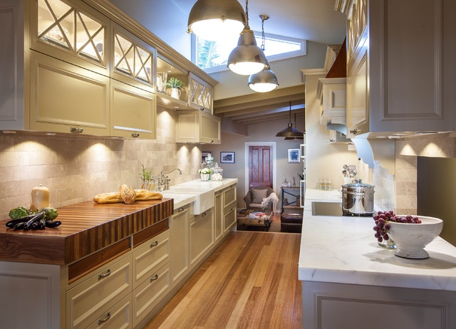 Burleigh heads hampton style kitchen traditional for Galley kitchen light fixtures