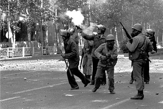 تاریخ ایرانی - انقلاب ایران به روایت کاوه گلستان