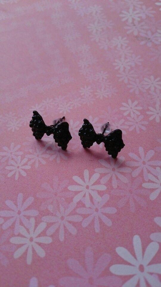 Zwarte vlinderstrik oorbellen 1,95