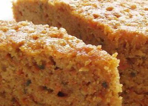 Torta de zanahoria – Ingredientes: 3 Zanahorias ralladas, 4 Huevos, 2 Tazas de azúcar, 1 ½ Taza de aceite, 1 Taza de nueces picadas Vainilla al gusto 2 Cucharaditas de polvo de hornear(levadura para dulces) 2 ½ Tazas de harina 1 Cucharada de canela