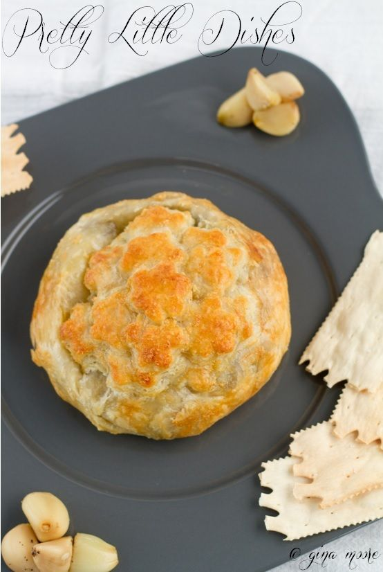 Garlic & Mushroom Brie en Croute - #appetizer #brie #pastry #encroute ...