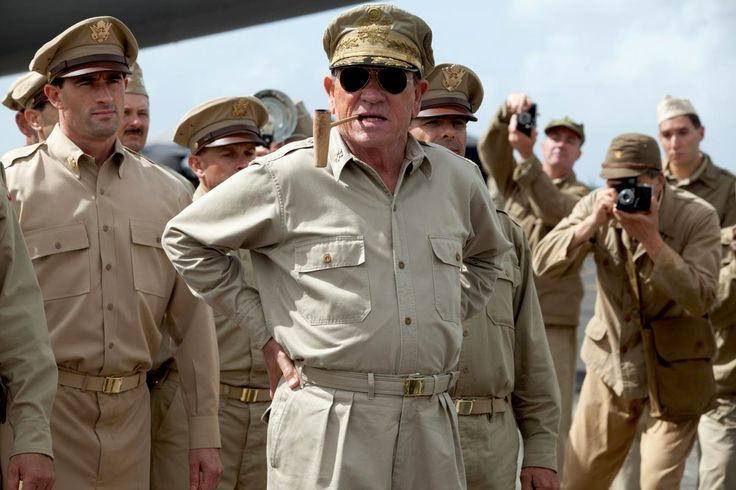 "Général Douglas MacArthur (Tommy Lee Jones) in ""Emperor"""