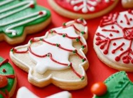 Receita de Biscoito de Natal - biscoitos com cortadores adequados nos formatos que desejar. Coloque em assadeira untada e enfarinhada. Asse em forno médio (180ºC) por 20 a 30...