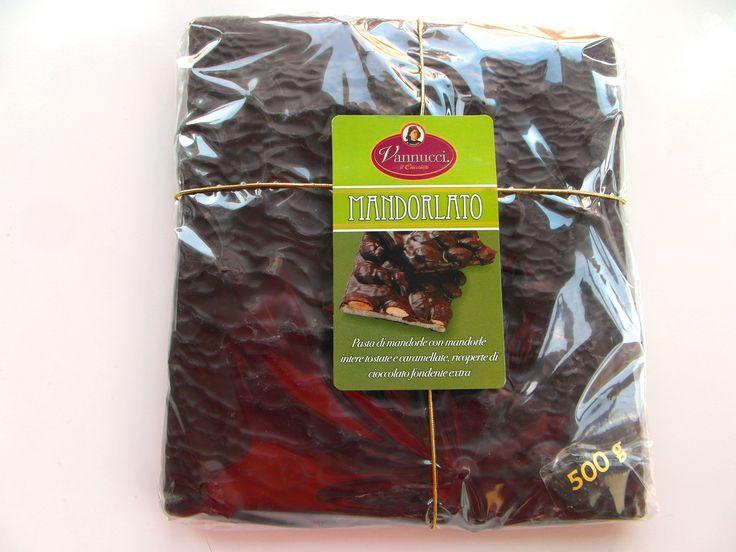 Čokoláda tamavá Mandorlato, kakao 58 %, mandle, cukor, orechové a kakaové maslo, lecitín , sója, vanilka, Môže obsahovať stopy orieškov výrobca: Vannucci S.p.A. Perugia