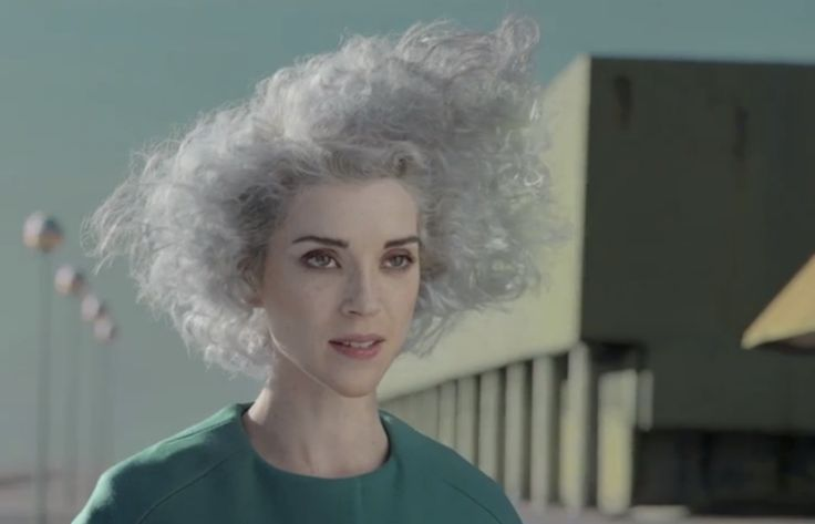 "Nuevo video de St Vincent para su canción ""Digital Witness"", míralo en www.laescena.co"