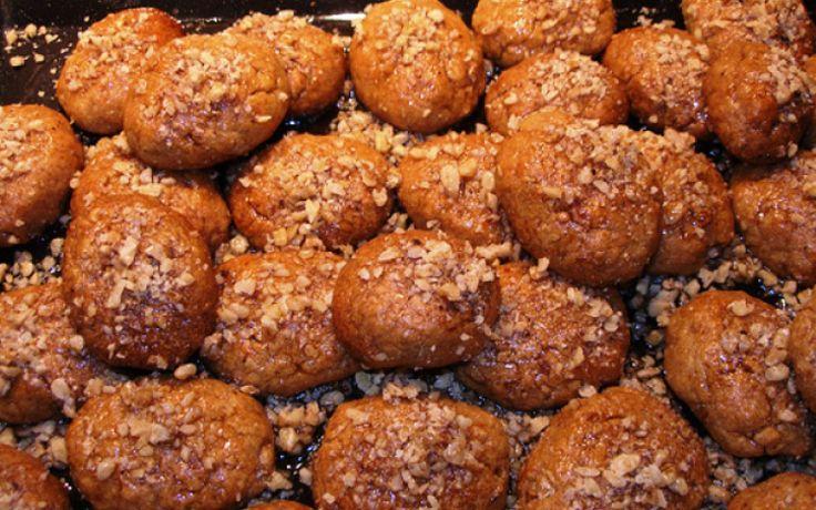 Τα μελομακάρονα του Άκη Πετρετζίκη! Τα καλύτερα μελομακάρονα που φάγατε ποτέ! | DESTORA