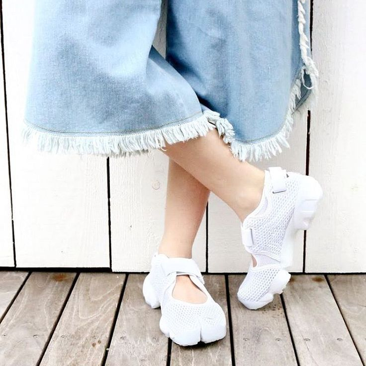 Wide fringe-y pants with white Air Rifts.