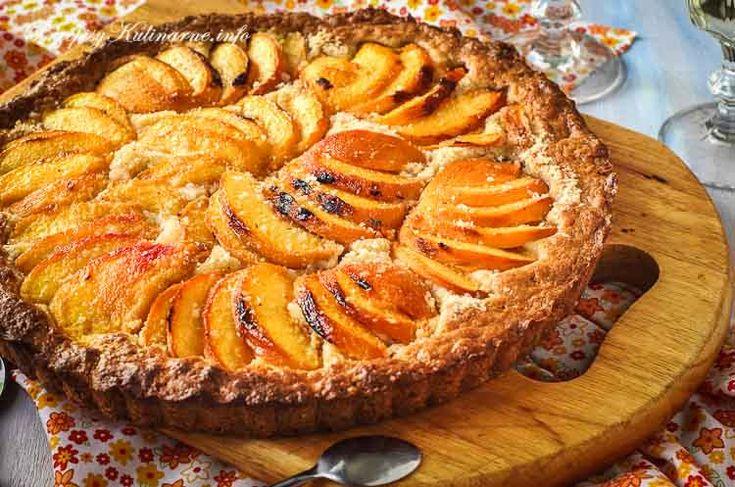 Znakomite przepisy na ciasta i desery. Tarta jabłkami. Do przygotowania naszej tarty potrzebujesz: jabłek, masła, cynamonu, żółtek i mąki.
