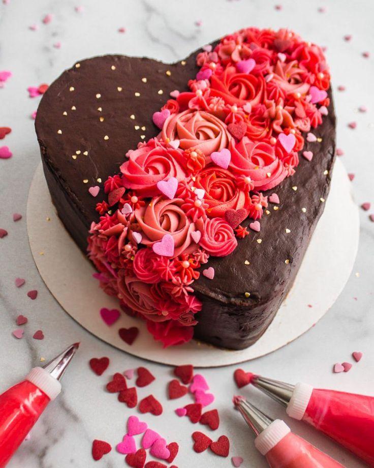 Valentine Decorations Cake Valentine Decorations Valentinstag Dekorationen Kuchen Gateau De Decorations D In 2020 Valentine Desserts Decadent Chocolate Cake Cake