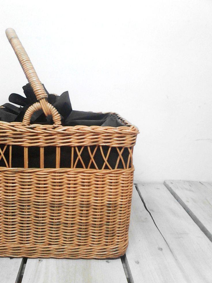 Picnic Basket • Size : 32 x 25 x 23 cm • Material : Natural Rattan • Avail in 2 color : beige(natural) | dark brown • IDR 150,000 • READY STOCK  -------------------------------------------- For order & inquiries: LINE : ogieprayogo Phone : 081226642665 -------------------------------------------- Harga belum termasuk ongkir --------------------------------------------- Happy Shoping