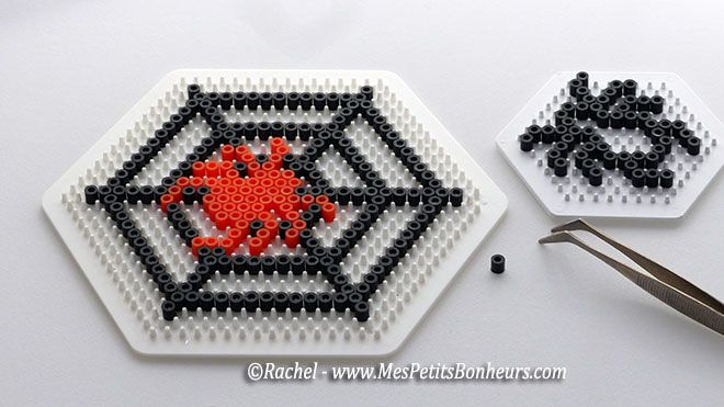 perles hama beads repasser halloween  spider toile araignee