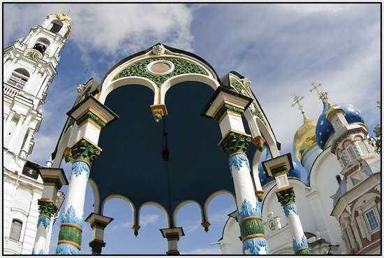 Троице-Сергиева Лавра в г. Сергиев Посад, Россия-WHITSUNDAY-Sergiev  priory in Sergiev Posad, Russia