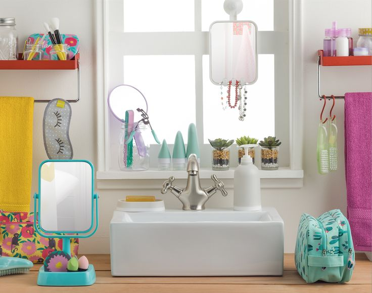 El espejo que hace falta en tu baño, el cosmetiquero que buscabas y todos los accesorios de maquillaje que no pueden faltar en tu rutina diaria están en Casaideas.
