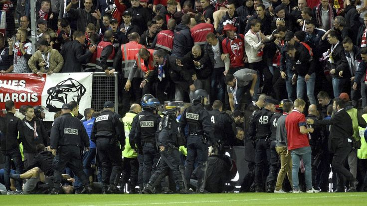 Fans injured as barrier collapses at Amiens' Ligue 1 match against Lille #News #Amiens #composite #Football #Ligue1