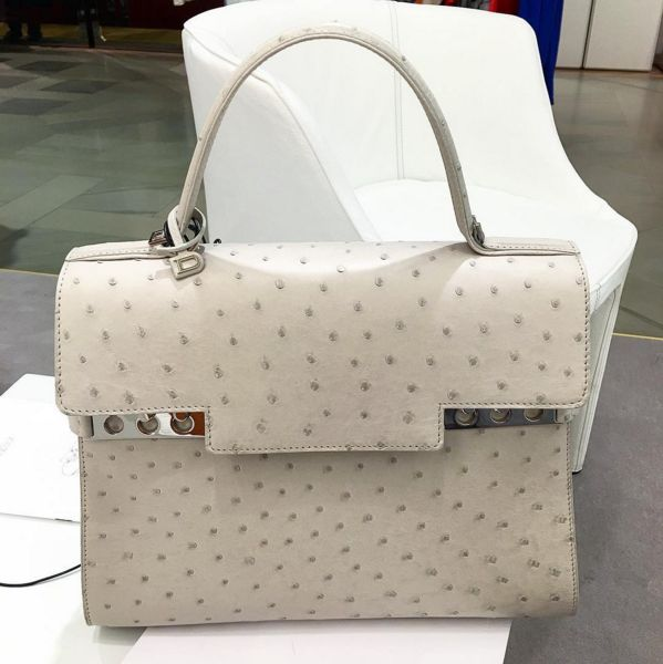 Dotted lines @delvaux