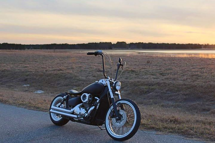 "Matt Jones‎   Motorcycle Trader - Florida BUY/SELL 11 de agosto de 2015 · (VENDIDO)2007 Honda Shadow 750 Bobber $3.100 N. Florida INCOME TAX SPECIAL!! 2007 Honda Shadow Spirit 750 This motorcycle comes equipped with lots of goodies: 16"" Ape hangers Biltwell grips  Harley risers Hypercharger Cobra pipes Jet kit Blue collar bobber seat kit Blue collar bobber license plate bracket with LED brake light NEW Whitewall tires."