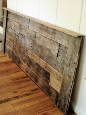 Pallet headboard tutorial Staggered pieces with outside frame Would need to make smaller to fit full size beed