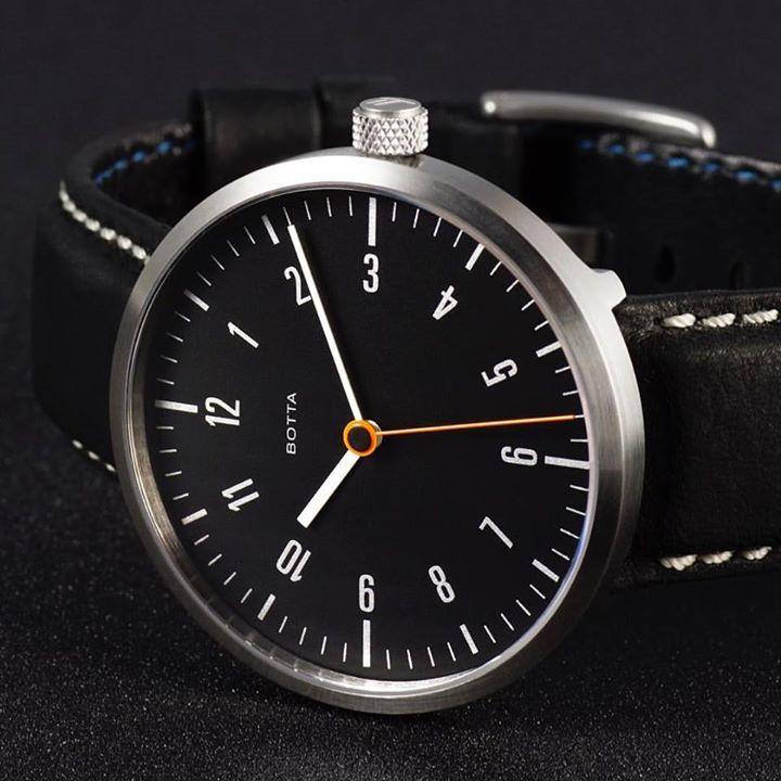Für alle die es nicht wussten: Wir machen auch Mehrzeigeruhren. TRES CARBON Automatik For everybody who didnt know: we produce also three-hand wristwatches. TRES CARBON Automatic  http://ift.tt/2hDp4PJ  #menswear #menswatch #menstyle #bottadesign #armbanduhr #wristwatch #designwatch #timepiece #uhr #uhren #bottadesignwatches #24hourwatch #watch