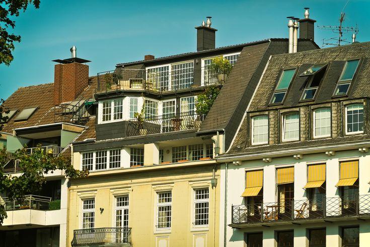 Bostad att hyra Svårt att finna en bostad att hyra? Här är sidan för dig som önskar en bostad att hyra. Bostadatthyra.se är en av Sveriges ledande portaler för uthyrning av bostäder - lägenheter, rum, og hus. Samtidigt har Bostadatthyra.se Sveriges ledande öppna register med hyresgäster, dvs en databas med bostadssökande på marknaden, som söker hyresbostad just nu.