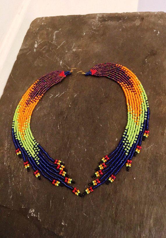 Extra lange Native American beaded earrings, verklaring zaad parel oorbellen, schouder poetsdoeken, Ombré Huichol, Navajo, bohemien, tribale sieraden, ideaal cadeau voor haar met een prachtige ombré motief dat verdwijnt uit de paarse iris in oranje, groen en blauw van royal lime. Deze prachtige combinatie is een ultieme hoofd-turner, die een verklaring afwerking aan elke look brengt. Laat hun beweging nemen het middelpunt van de belangstelling door het dragen van je haar aan de kant geveegd…