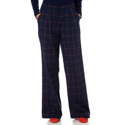 The Kasparov trousers will be a must have addition to your wardrobe this season. Featuring a checked wool fabric and a wide leg fit, these trousers ooze style and are available in two colourways.