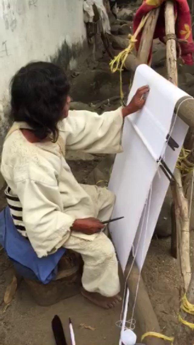 Un corto video de Mamo Salé haciendo a su vestido. A short video of Mamo Salé making his dress.